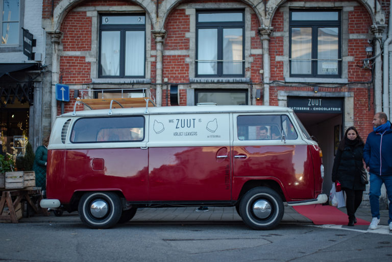 foto van de VW-combi van Foto lama met een ZUUT-sticker